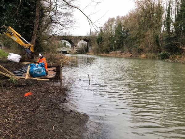 With funding support by the Environment Agency, the construction of a new fishing platform was completed to improve leisure facilities on a stretch of the River Leam adjacent to Victoria Park in Leamington, very popular with anglers.
