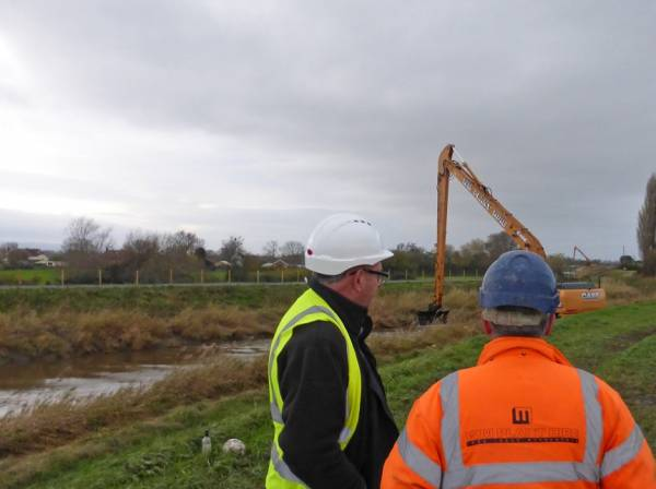 The project includes the removal of silt along a 2km stretch of the river using both floating plant and barges together with long reach excavators working from the bank.  The team will work closely with local landowners, the Parrett IDB and the Environment Agency.